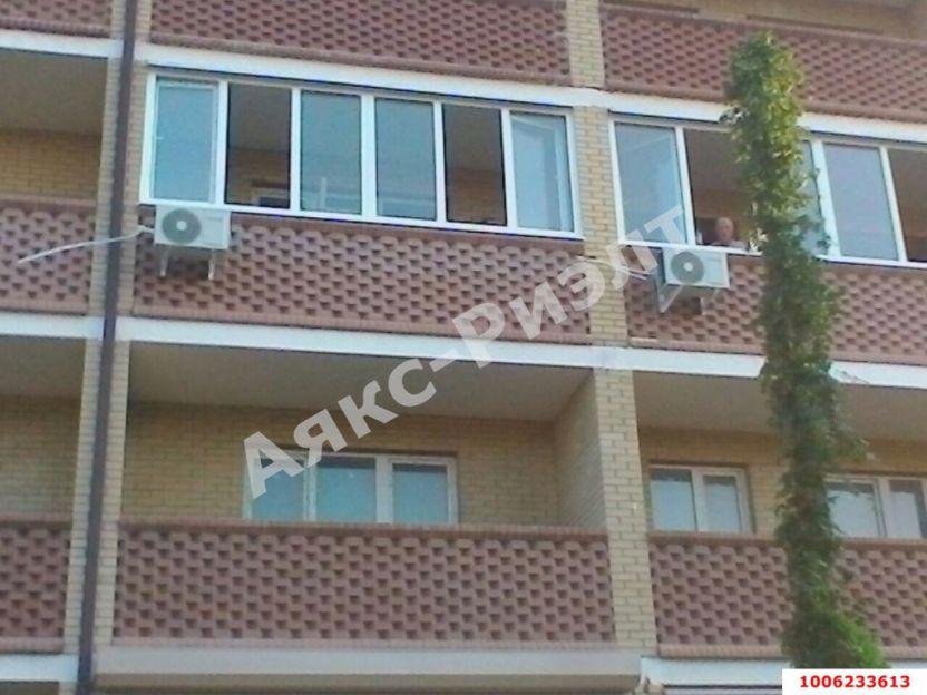 Продается двухкомнатная квартира за 1 800 000 рублей. Краснодар, Мира, 368.