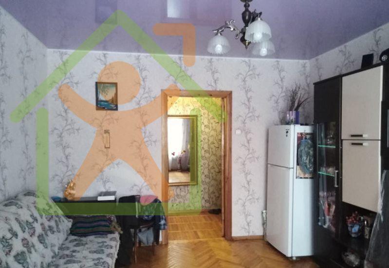 Продается двухкомнатная квартира за 2 100 000 рублей. Кемерово, Кировский район, Ушакова, 1.