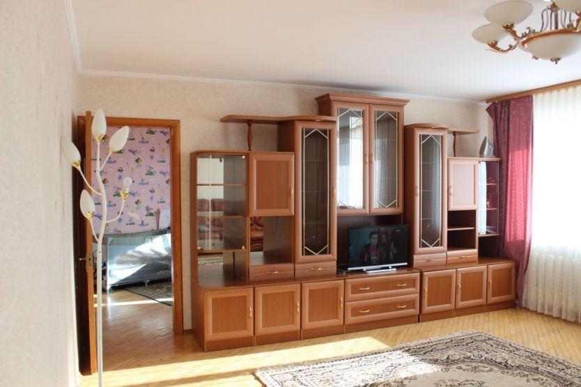 Продается трехкомнатная квартира за 3 880 000 рублей. Омск, Ленинский район, Сулеймана Стальского, 12.