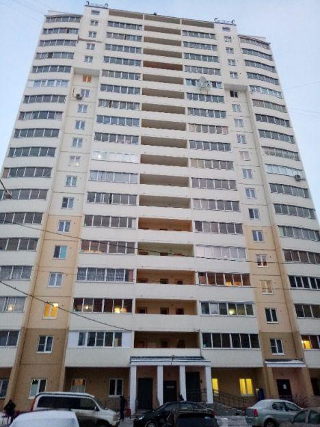 Продается трехкомнатная квартира за 4 100 000 рублей. Екатеринбург, Железнодорожный район, Билимбаевская, 37.