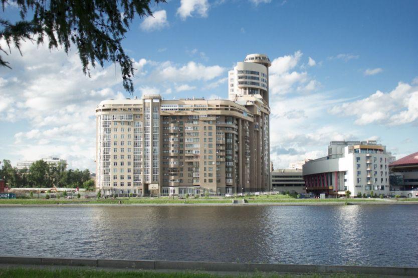 Продается однокомнатная квартира за 3 280 000 рублей. Екатеринбург, Железнодорожный район, Красный переулок, 8.