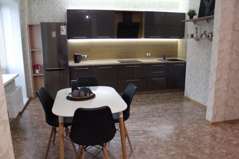 Продается двухкомнатная квартира за 4 950 000 рублей. г Красноярск, ул Линейная, д 105.