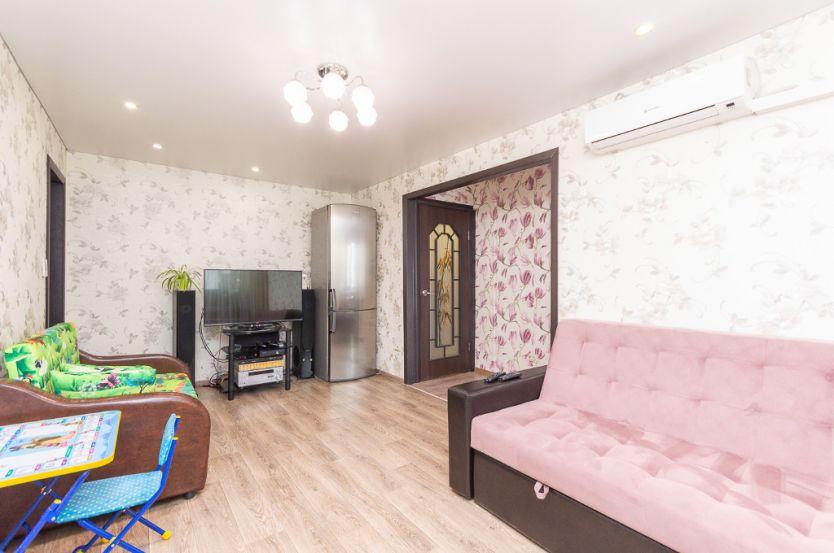 Продается двухкомнатная квартира за 1 800 000 рублей. Челябинск, Калининский район, Каслинская, 17.