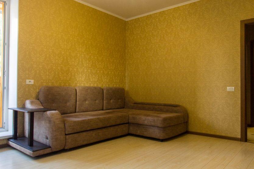 Продается однокомнатная квартира за 2 600 000 рублей. г Челябинск, ул 40-летия Победы, д 9А.