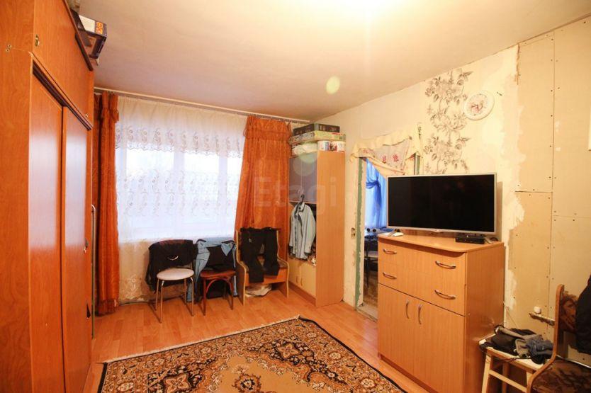 Продается двухкомнатная квартира за 1 800 000 рублей. г Барнаул, рп Южный, ул Чайковского, д 4.