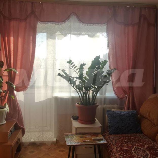 Продается трехкомнатная квартира за 1 965 000 рублей. Омск, Ленинский район, Всеволода Иванова, 10.
