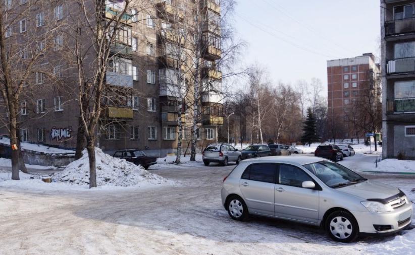 Продается трехкомнатная квартира за 3 060 000 рублей. Новокузнецк, Центральный район, Грдины, 3.
