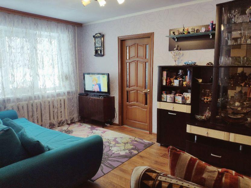 Продается двухкомнатная квартира за 1 670 000 рублей. Курск, Железнодорожный округ, Краснознаменная, 18.
