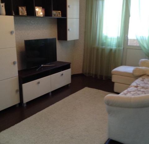 Продается однокомнатная квартира за 2 400 000 рублей. Екатеринбург, Кировский район, Боровая, 19.