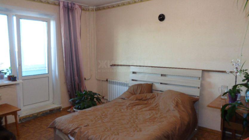 Продается двухкомнатная квартира за 2 200 000 рублей. Барнаул, Индустриальный район, Энтузиастов, 34.