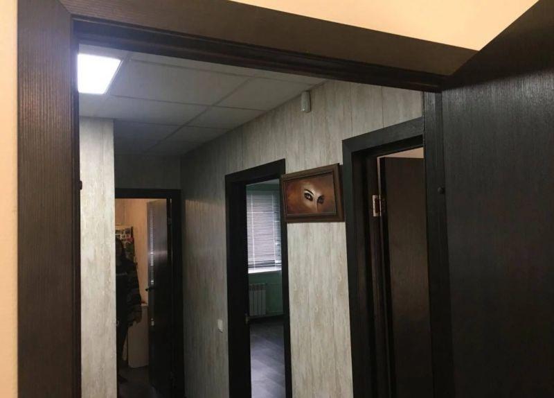 Продается трехкомнатная квартира за 2 475 000 рублей. Воронеж, Советский район, Шендрикова, 5.