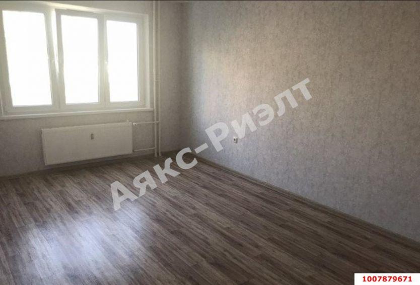 Продается двухкомнатная квартира за 2 940 000 рублей. Краснодар, Прикубанский, им Героя Владислава Посадского, 32.