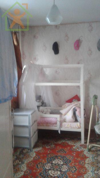 Продается трехкомнатная квартира за 2 300 000 рублей. Кемерово, Ленинский район, Волгоградская, 28б.