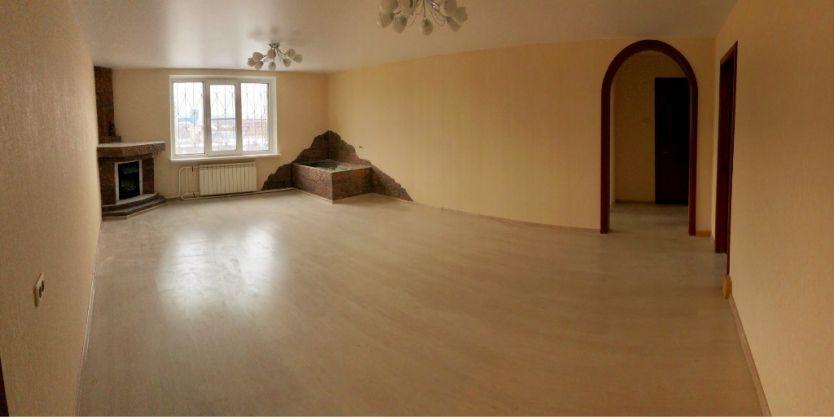 Продается четырехкомнатная квартира за 4 390 000 рублей. Челябинск, Центральный район, Труда, 5а.
