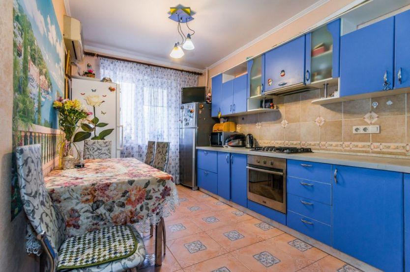 Продается двухкомнатная квартира за 4 350 000 рублей. Краснодар, Западный, Гаражная, 81/6.