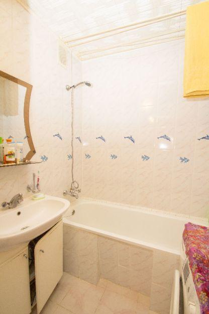 Продается трехкомнатная квартира за 3 045 000 рублей. Тюменская обл, г Тюмень, ул Ставропольская, д 5.