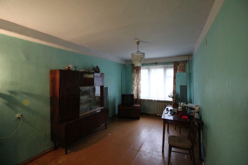 Продается двухкомнатная квартира за 2 700 000 рублей. г Красноярск, ул Железнодорожников, д 10А.