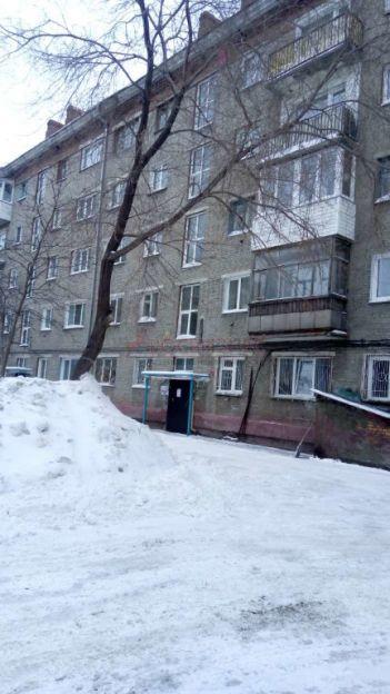 Продается двухкомнатная квартира за 2 600 000 рублей. Новосибирск, Дзержинский район, Трикотажная, 60.