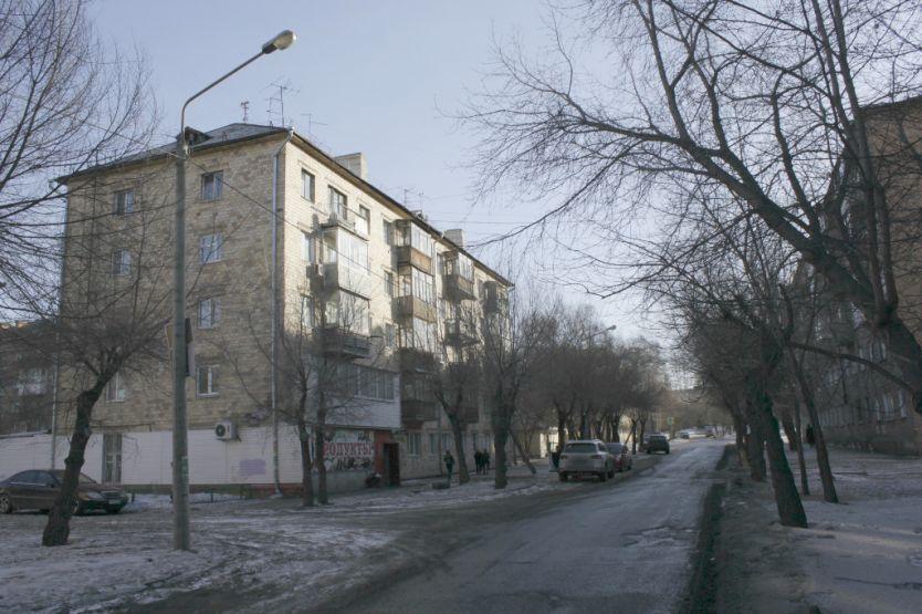 Продается двухкомнатная квартира за 2 400 000 рублей. Красноярск, Октябрьский район, Новая Заря, 2б.