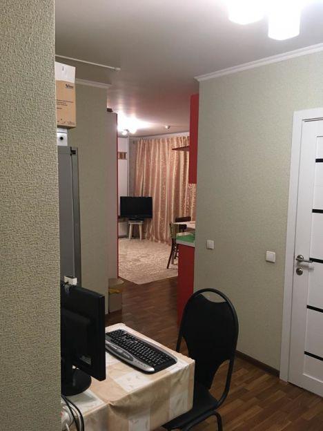 Продается двухкомнатная квартира за 3 200 000 рублей. г Красноярск, ул Новосибирская, д 1.