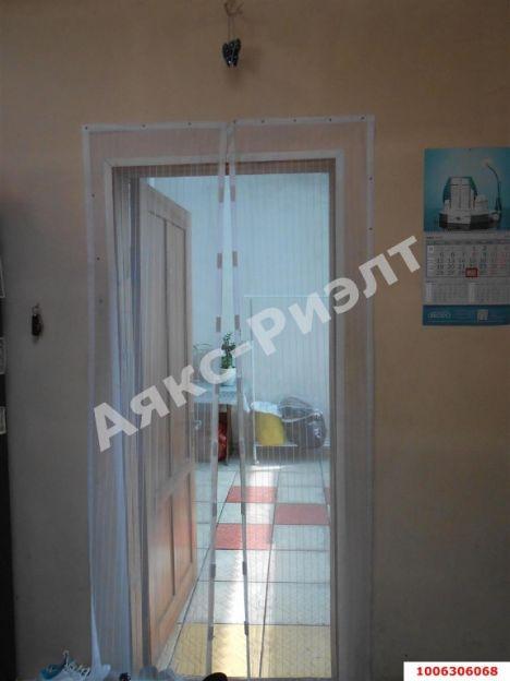 Продается двухкомнатная квартира за 2 100 000 рублей. Краснодар, Офицерский проезд, 2.