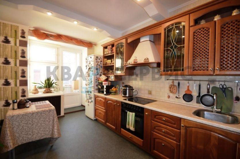 Продается трехкомнатная квартира за 5 810 000 рублей. Омск, Октябрьский район, Орловского, 3.