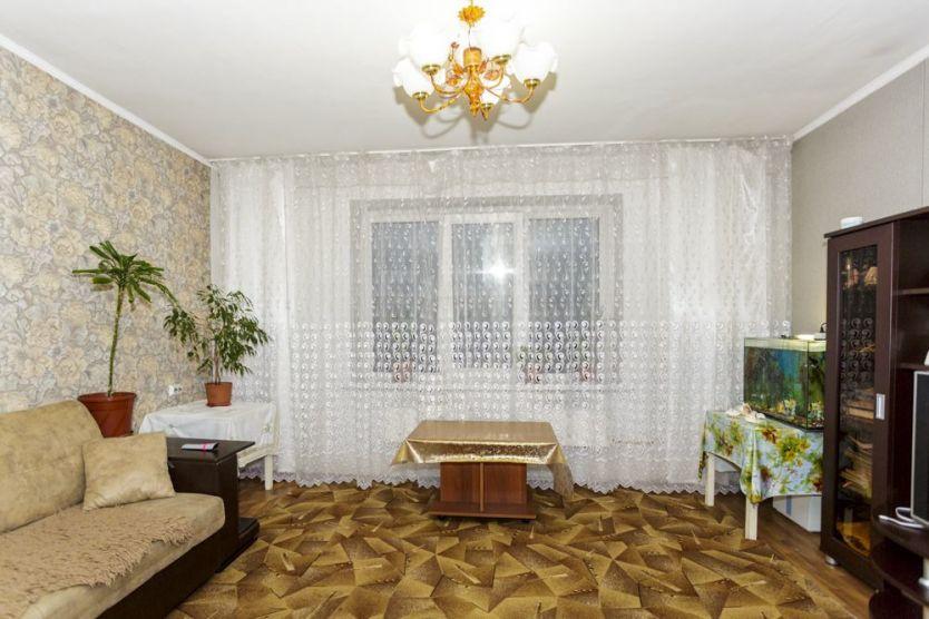 Продается трехкомнатная квартира за 2 050 000 рублей. Новокузнецк, Орджоникидзевский район, Новобайдаевская, 20.