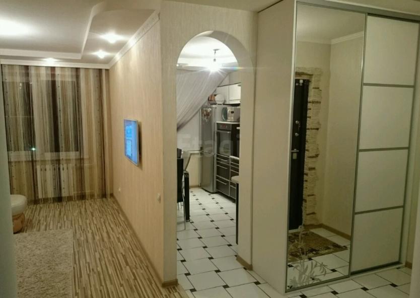 Продается трехкомнатная квартира за 4 000 000 рублей. Барнаул, Индустриальный район, Лазурная, 47.
