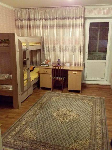 Продается однокомнатная квартира за 2 000 000 рублей. Кемерово, Заводский район, Дружбы, 27.