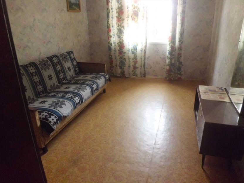 Продается двухкомнатная квартира за 2 350 000 рублей. Челябинск, Калининский район, Братьев Кашириных, 104а.