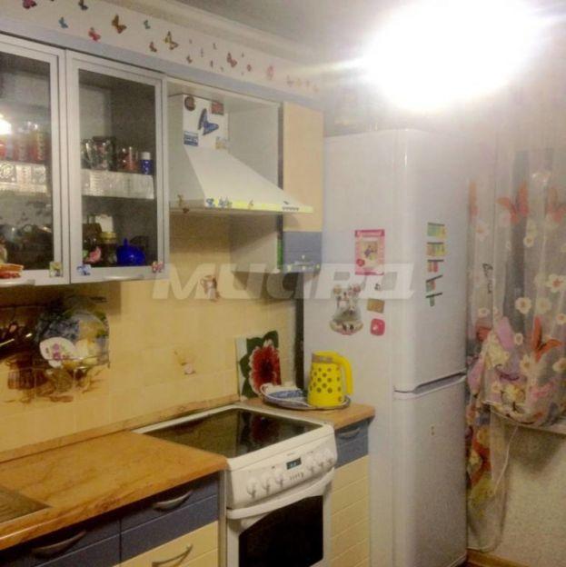 Продается трехкомнатная квартира за 2 950 000 рублей. Омск, Октябрьский район, Кузнецова, 12.