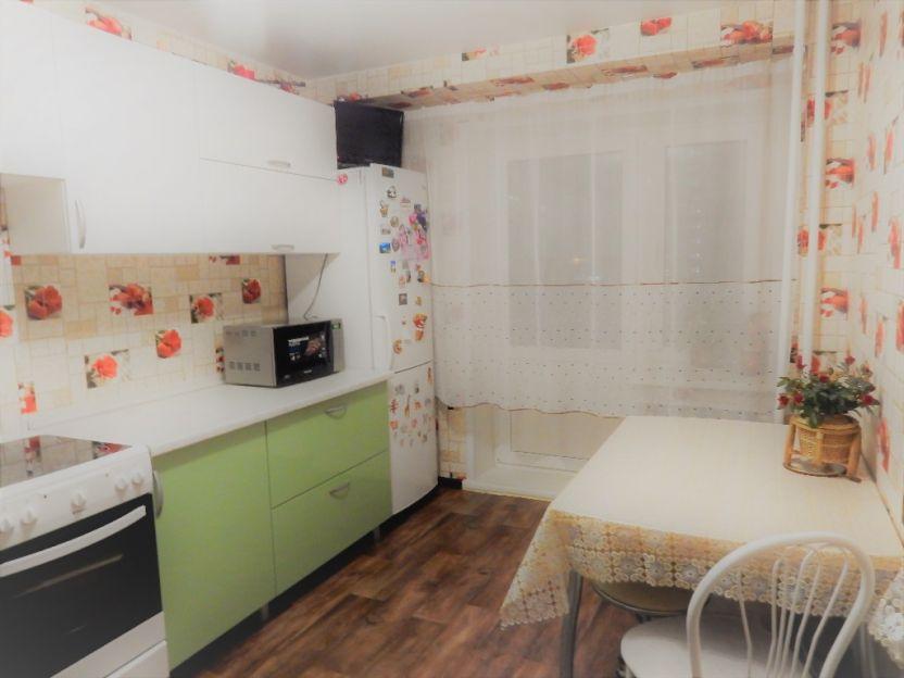 Продается двухкомнатная квартира за 3 400 000 рублей. Красноярск, Октябрьский район, Калинина, 185.