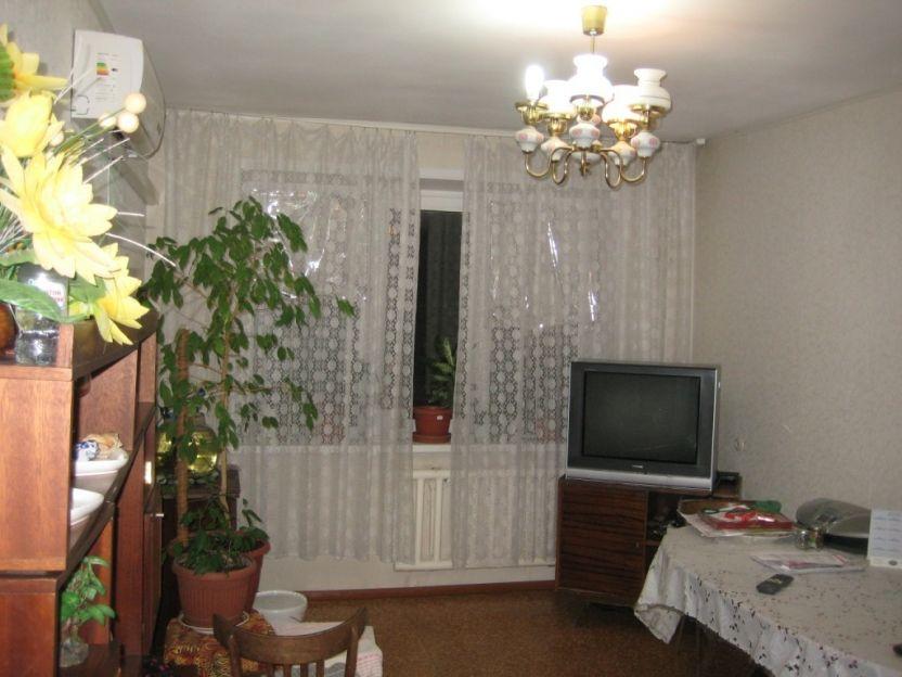 Продается трехкомнатная квартира за 1 900 000 рублей. Саратов, Ленинский район, Центральная, 10.