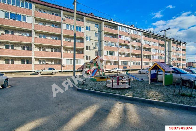 Продается двухкомнатная квартира за 2 300 000 рублей. Краснодар, Войсковая, 10а.