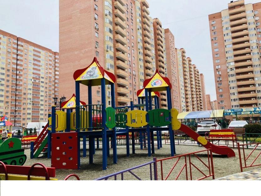 Продается двухкомнатная квартира за 3 690 000 рублей. Краснодар, им Героя Сарабеева В.И., 5к3.