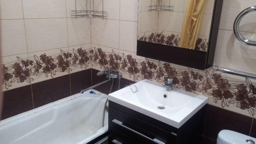 Продается четырехкомнатная квартира за 2 650 000 рублей. Красноярск, Кировский район, Семафорная, 397.