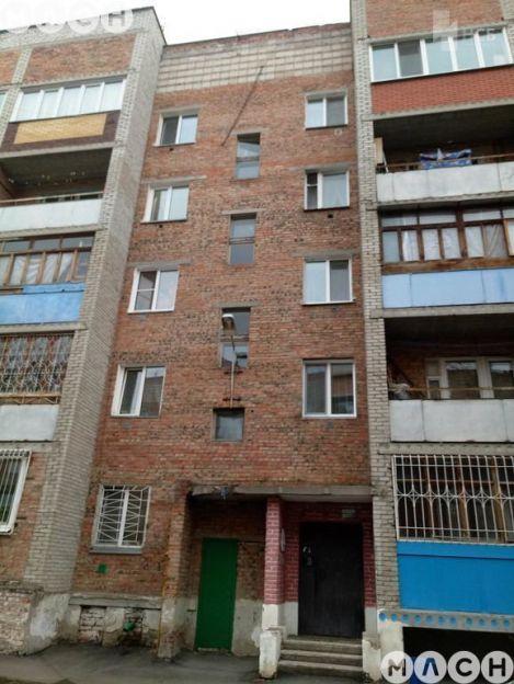 Продается трехкомнатная квартира за 1 900 000 рублей. Омск, Центральный район, Краснознаменная, 22.