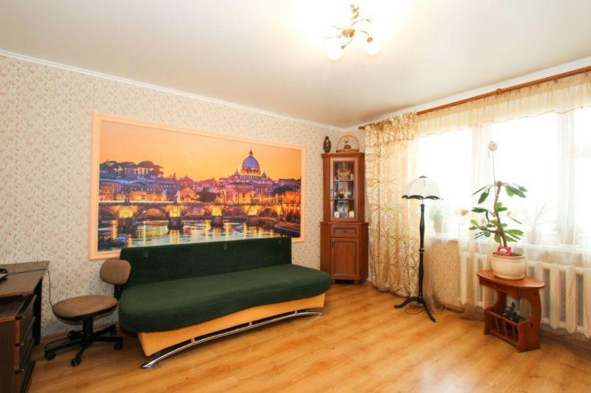 Продается двухкомнатная квартира за 4 600 000 рублей. Калининград, Ленинградский район, Согласия, 12.
