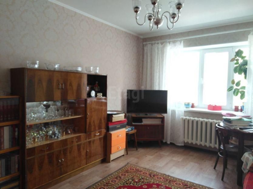 Продается двухкомнатная квартира за 3 300 000 рублей. Кемерово, Рудничный район, Шахтеров проспект, 68а.