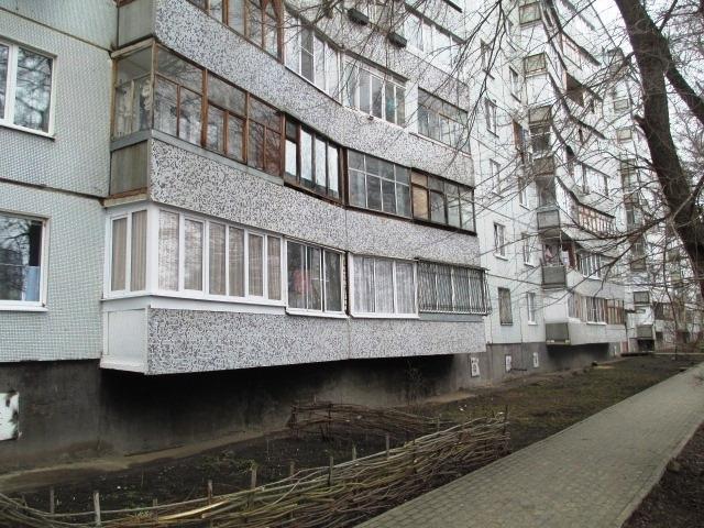 Продается трехкомнатная квартира за 2 400 000 рублей. Воронеж, Советский район, Теплоэнергетиков, 3.