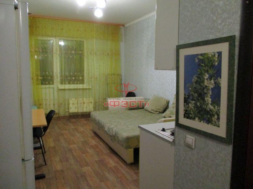 Продается однокомнатная квартира за 2 300 000 рублей. Сургут, Крылова, 32.