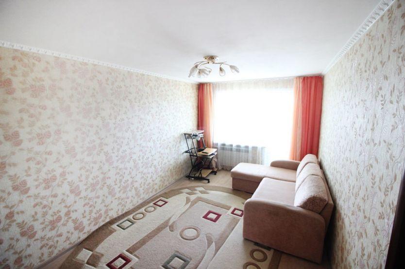 Продается четырехкомнатная квартира за 3 470 000 рублей. г Барнаул, ул Антона Петрова, д 225.