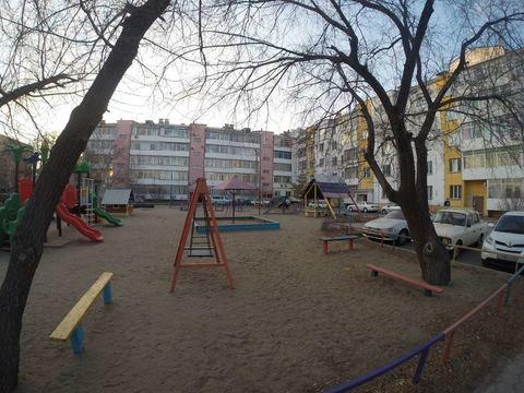 Продается двухкомнатная квартира за 4 200 000 рублей. Благовещенск, Горького, 42.