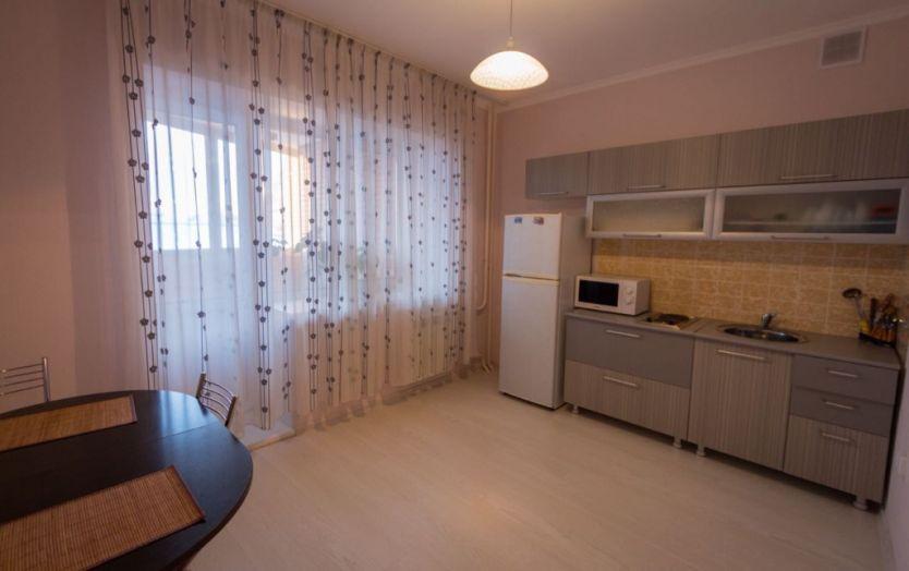Продается двухкомнатная квартира за 4 300 000 рублей. г Красноярск, ул Академика Киренского, д 32.