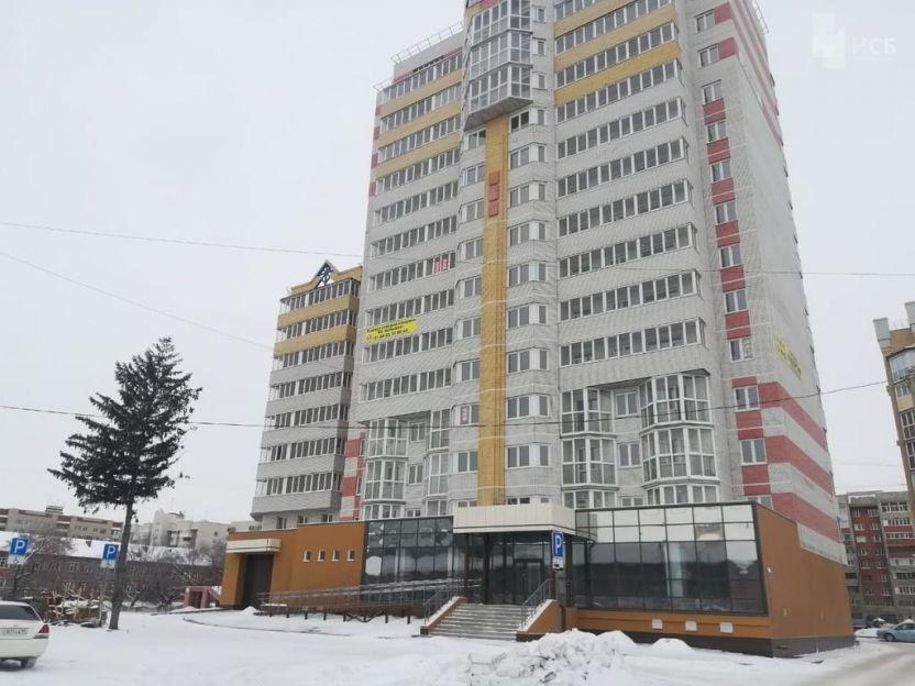 Продается трехкомнатная квартира за 4 290 000 рублей. Омск, Октябрьский район, Куйбышева, 113 корп. 1.