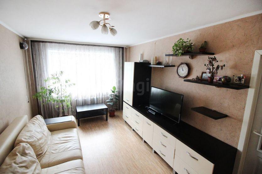 Продается трехкомнатная квартира за 2 300 000 рублей. г Барнаул, ул Северо-Западная, д 58.