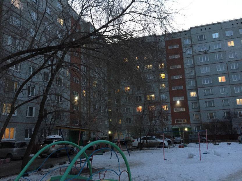 Продается трехкомнатная квартира за 2 800 000 рублей. Омск, Кировский район, Дмитриева, 2/1.