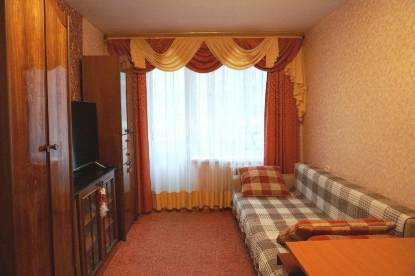 Продается двухкомнатная квартира за 4 850 000 рублей. Одинцово, Садовая, 18.