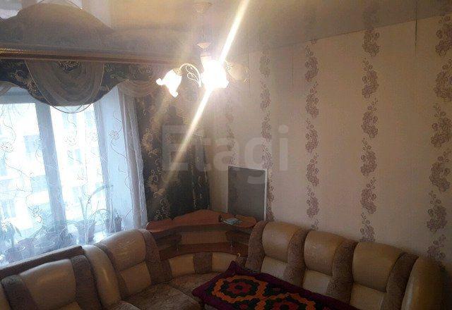 Продается трехкомнатная квартира за 1 750 000 рублей. Новокузнецк, Центральный район, Энтузиастов, 47.