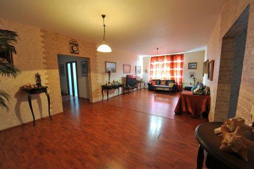 Продается четырехкомнатная квартира за 6 500 000 рублей. Челябинск, Центральный район, Энгельса, 77.